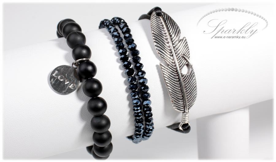 Pokud máte rádi výrazné doplňky s více talismany, je set Black Feather ideální volbou právě pro vás.