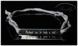 Elegantní destička s rytím textu na přání